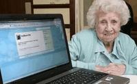 28 lipca 2010 r. zmarła w wieku 104 lat Ivy Bean, uznawana za najstarszą użytkowniczkę Twittera. Wciąż jest świetnym przykładem, że korzystanie z sieci społecznościowych nie musi być uzależnione od wieku.