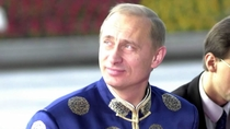 Czy Putin skorzysta z chińskich metod w internecie? Na zdjęciu: w tradycyjnym, dalekowschodnim stroju podczas targów APEC 2001.