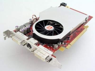 Referencyjna karta ATI Radeon X800 XL 512 MB, która brała udział w naszych testach różni się od wielu modeli tej serii dostępnych komercyjnie. Ma przede wszystkim niski układ chłodzenia. Takie wersje można jednak znaleźć w ofercie niektórych producentów, np. GeCube