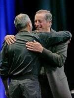 Steve Jobs (Apple) i Paul Otellini (Intel) na Worldwide Developers Conference (źródło: Wired.com)