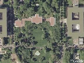 Google Maps z 'wyciętym' Białym Domem