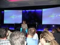Edyta Jungowska przedstawia dziennikarzom Windows Media Center