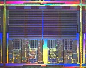 Dwurdzeniowy Opteron - pamięć cache L2 to dwa wielkie prostokąty na górze