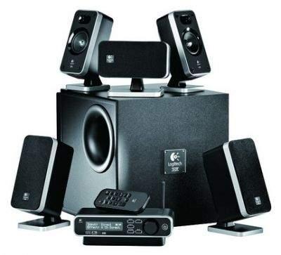 W zestawie kolumn Logitech Z-5450 sygnał audio do tylnych kolumn dociera drogą bezprzewodową