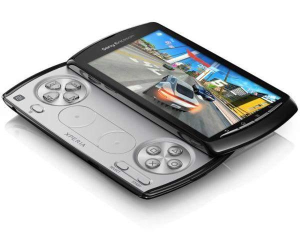 Sony Ericcson Xperia Play - wysuwany slider skrywa Pada a nie klawiaturę qwerty
