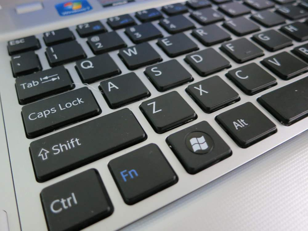 Sony VAIO VPCYB3V1E - klawiatura wyspowa