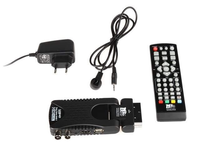 Blow DVB-T 4705HD - do tunera dodawne sa: pilot, kabel USB, zewnętrzny czujnik podczerwieni, zasilacz sieciowy.
