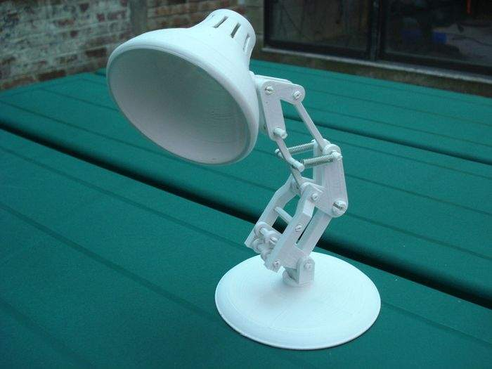 Lampka wydrukowana za pomocą drukarki 3D