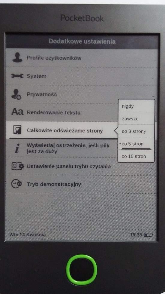Ekran E Ink aby uporządkować ułożenie cząsteczek w cyfrowym atramencie i zniwelować efekt ghostingu wymaga co jakiś czas odświeżania całej strony. W większości czytników można ustawić co ile stron ma nastąpić pełne odświeżenie ekranu.