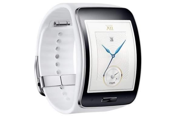 Oszczędność to podstawa – w inteligentnym zegarku takim jak Samsung Gear S nie ma miejsca na dużą baterię. Aby użytkownik mógł dłużej korzystać ze smartwatcha, nim będzie musiał go ponownie ładować, zastosowano technologię Bluetooth 4.1.