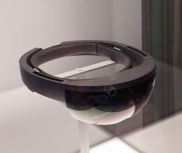 Tak prezentują się HoloLens, gogle AR Microsoftu.