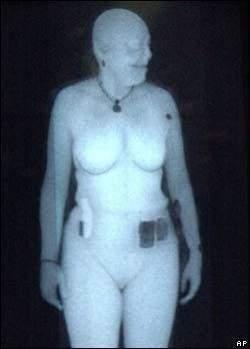 Nowoczesne kamery będą w stanie dostrzec, co człowiek ukrywa pod ubraniem (źródło: BBC)