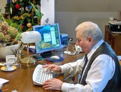 Lech Wałęsa przy komputerze (źródło: GG)