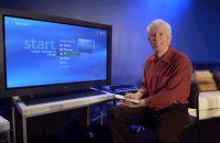 Jim Allchin, wiceprezes Microsoft Group, prezentuje Windows XP Media Center Edition 2004