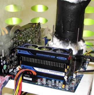 Wykorzystujący ciekły azot system chłodzenia (źródło: cdrinfo.com)