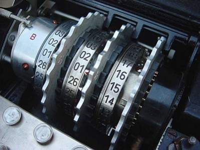Rotory Enigmy - przenośnej maszyny szyfrującej autorstwa Hugo Kocha (fot. Wikipedia)