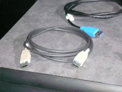 Nowe kable USB 3.0. Z pozoru identyczne jak starsze lecz korzystają ze światłowodu do transmisji danych